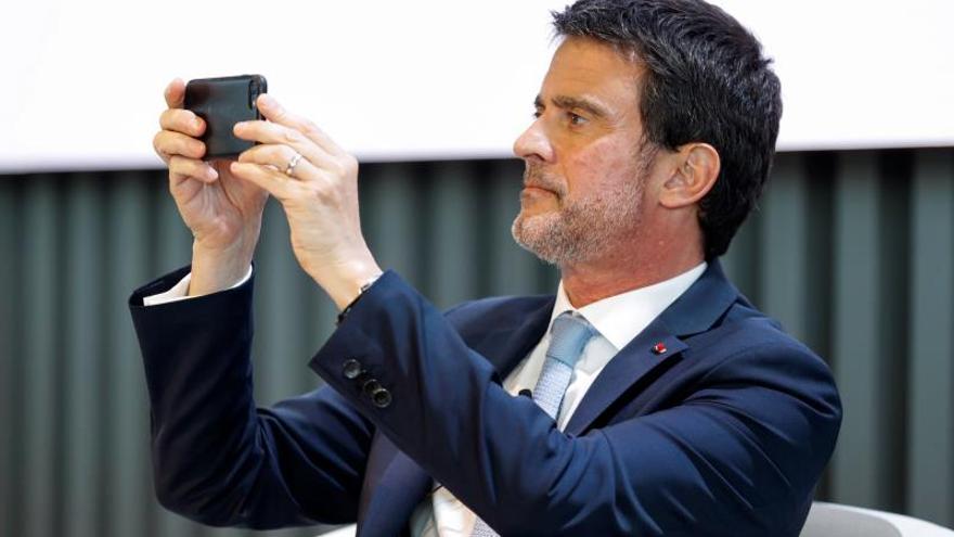 Valls hace una foto en un coloquio sobre el futuro de Europa en junio.