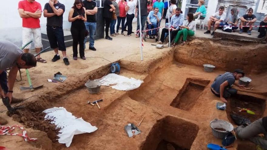 Trabajos arqueológicos en Cabezuela del Valle / Asociación para la Recuperación de la Memoria Histórica de Extremadura (ARMHEx)
