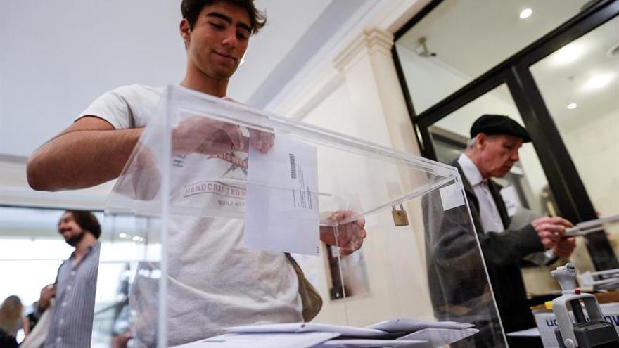 9.655 Españoles votan en Buenos Aires, un 26 % más que en los comicios de abril