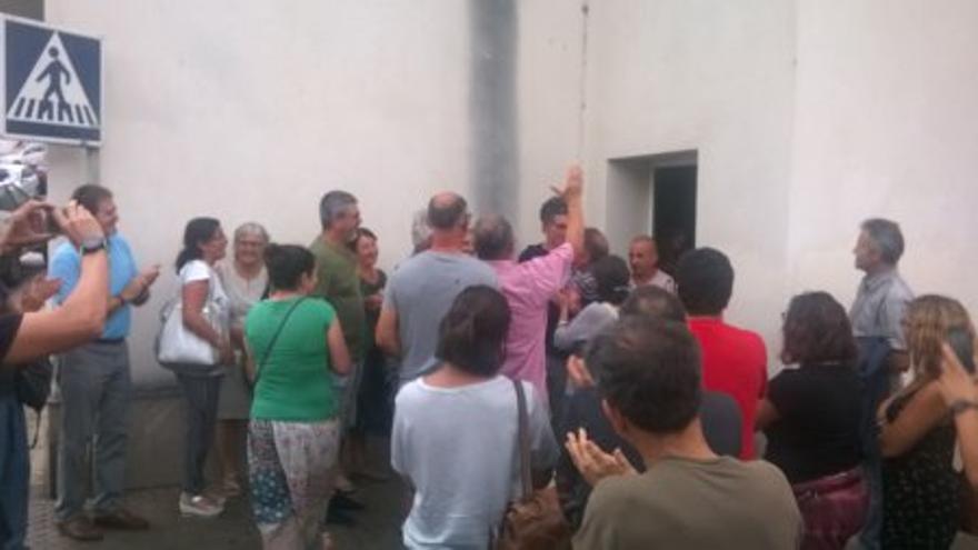 Protesta de Ecologistas Acción en defensa de los caminos públicos en Cádiz.