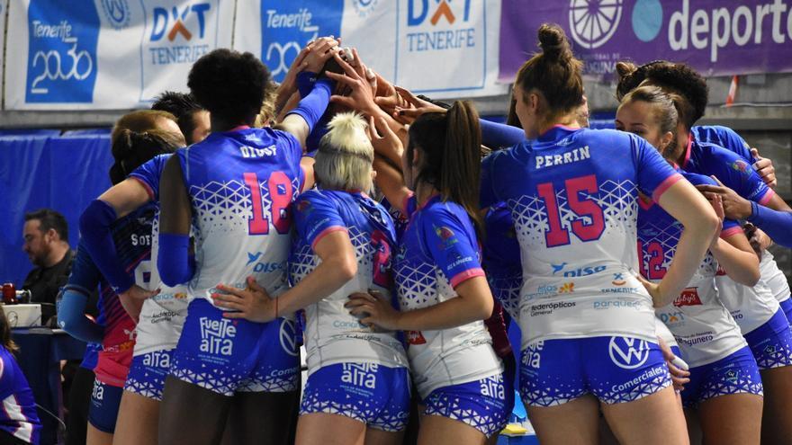 Las tinerfeñas se adjudicaron el emocionante derbi canario de la Liga Iberdrola de voleibol.