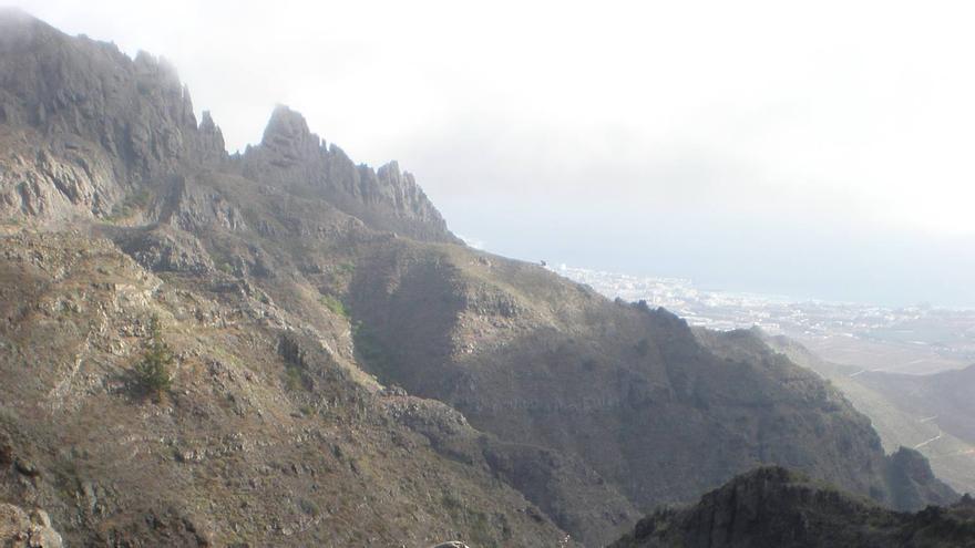 Paraje protegido de Ifonche, en Tenerife Sur. Al fondo, Playa de Las Américas.