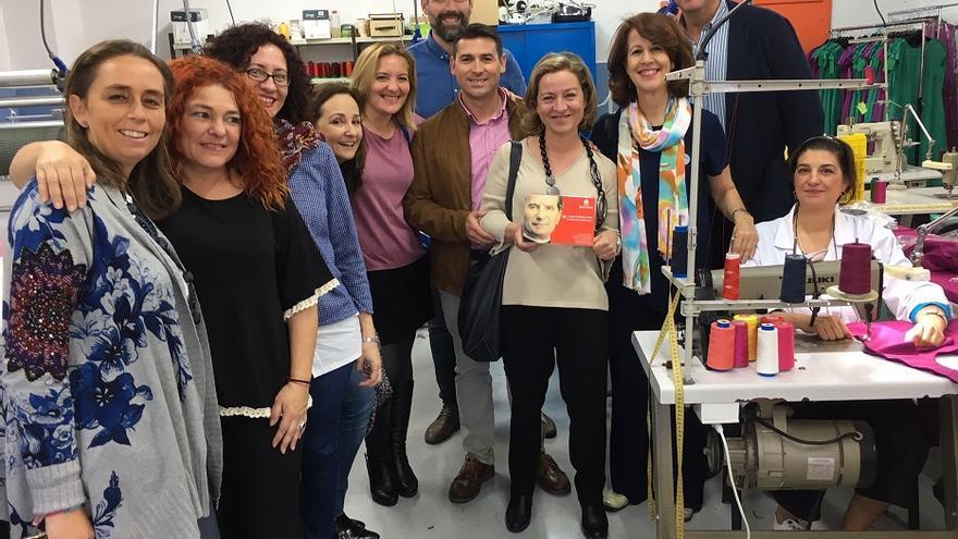 Oramas visitó Occhiena, la empresa social de moda ética de Don Bosco en Polígono Sur.