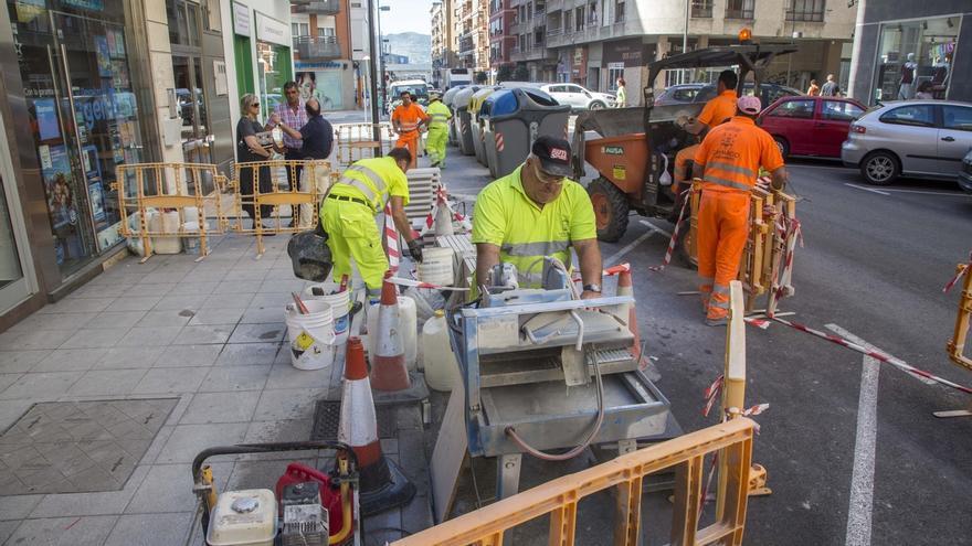 El Ayuntamiento mejora aceras e iluminación en la calle Menéndez Pelayo