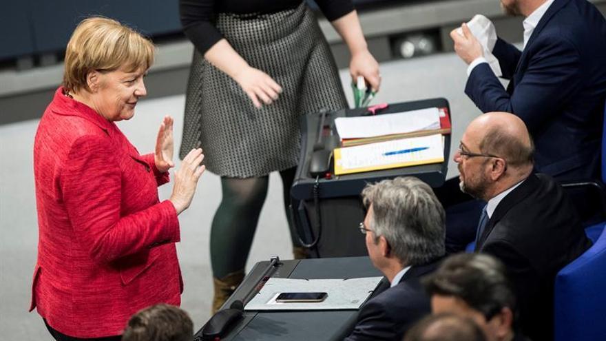 Merkel y Schulz se reúnen para preparar sus contactos para formar gobierno