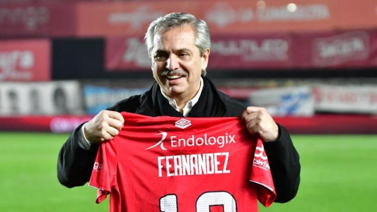 Alberto Fernández con la camiseta de Argentinos Juniors