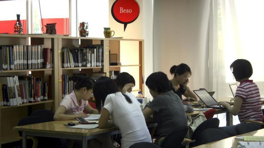 El español da sus primeros pasos en China para salir de las aulas a la calle