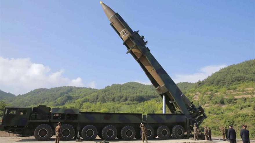 """EE.UU. evalúa las opciones tras ensayo del misil norcoreano """"nunca visto antes"""""""