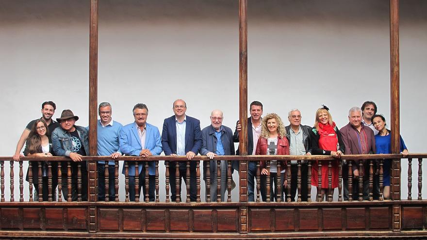 Participantes en la presentación del encuentro de escritores.