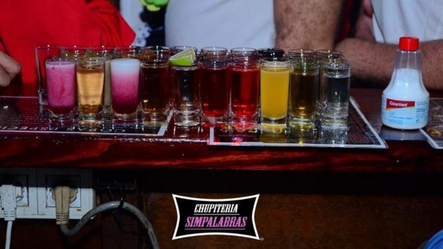 Chupitos servidos en el bar Simpalabras de La Laguna