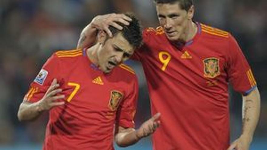 Los delanteros españoles Fernando Torres y David Villa. (AFP/ GETTY)