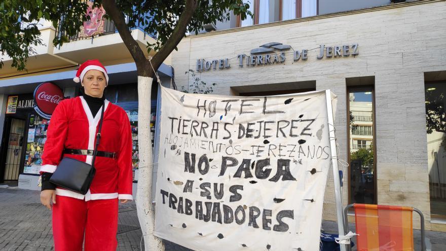 Manuela Vargas, delante del hotel donde trabajaba.