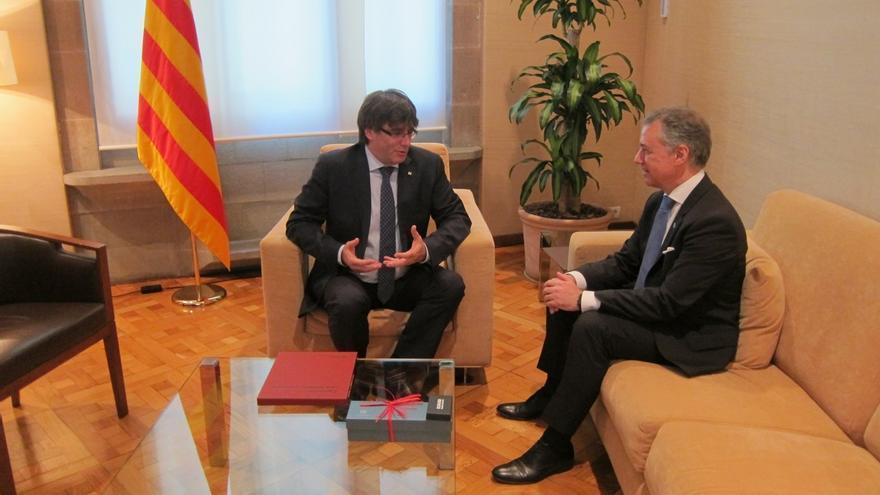 """Puigdemont y Urkullu reivindican el """"derecho"""" de Cataluña y Euskadi a consultar a sus ciudadanos"""