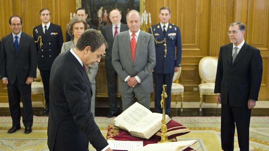 El socialista José Luis Rodríguez Zapatero jura su cargo como presidente el 12 de abril de 2008.