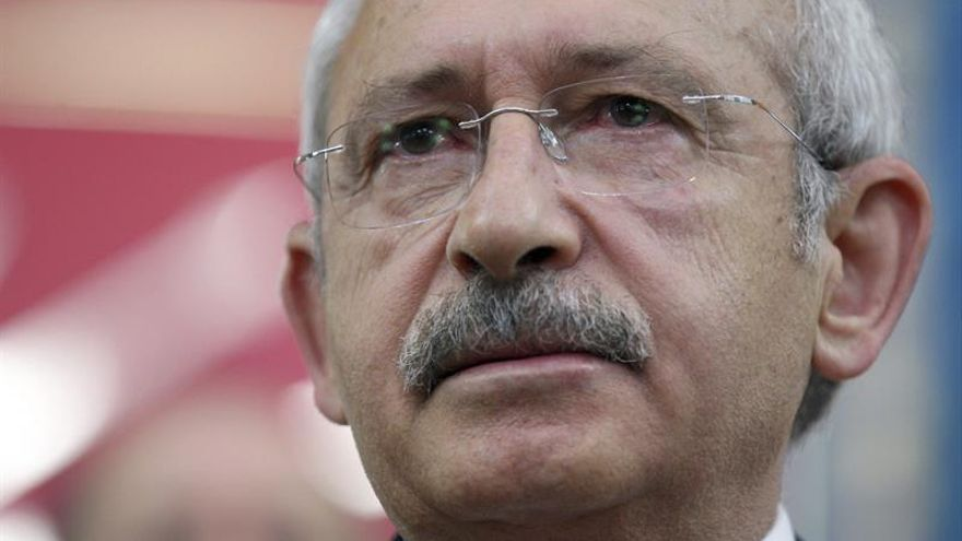 La oposición turca condena el intento de golpe de Estado