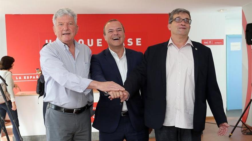 Los candidatos a la Alcaldía de Las Palmas de Gran Canaria por el PSOE, Augusto Hidalgo (c); Unidas Podemos, Javier Doreste (d); y Nueva Canarias, Pedro Quevedo (i)