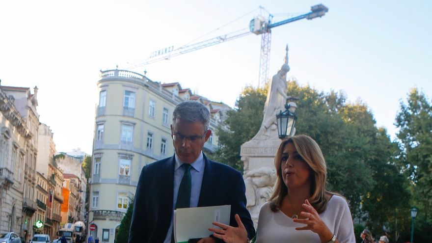 """Susana Díaz critica la """"frivolidad e irresponsabilidad"""" de Podemos al comparar el 28F con el 1-O"""