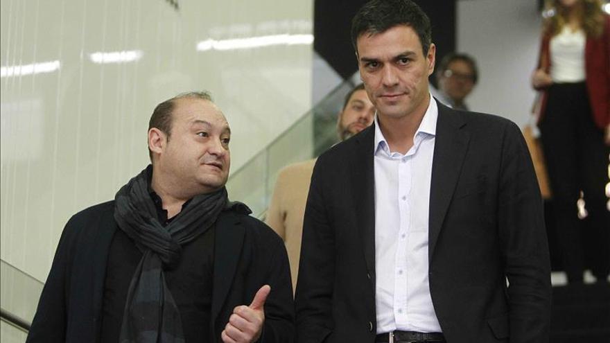 """Sánchez pide un """"gesto"""" de Rajoy con la Generalitat y que convoque una reunión a tres"""