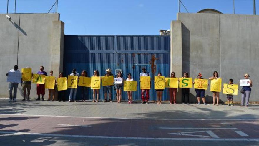 Protesta de CIES NO contra estos centros por ser considerados como racistas