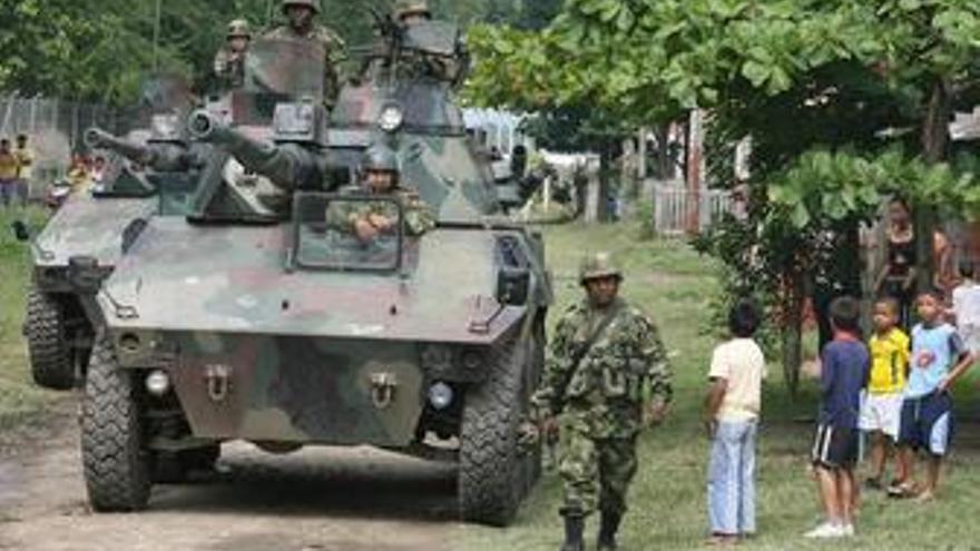 Colombia despliega unos 16.000 militares en la frontera con Venezuela