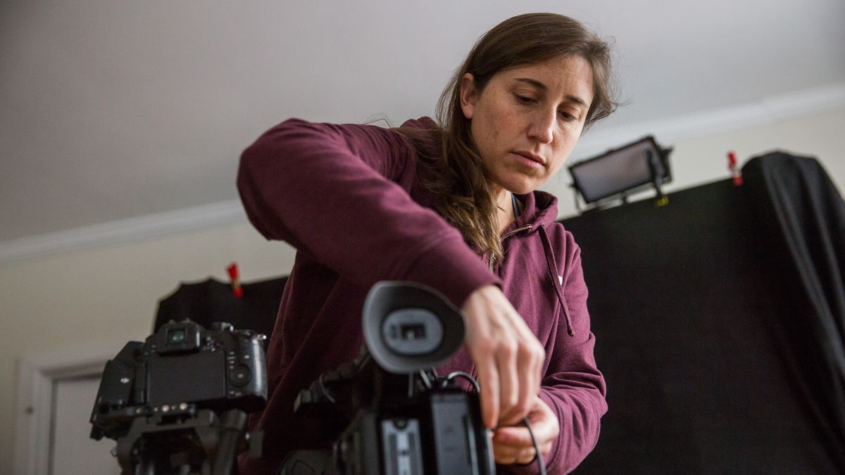 La documentalista Deia Schlosberg, en su casa de Nueva York