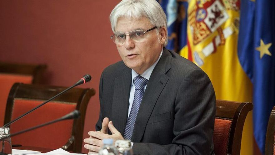 El consejero de Educación del Gobierno de Canarias, José Miguel Pérez, durante su comparecencia . EFE/Ramón de la Rocha