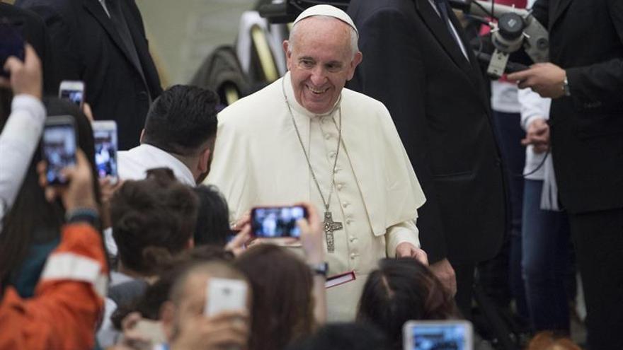 """El Papa dice que los religiosos """"que viven como ricos"""" dañan a la Iglesia"""