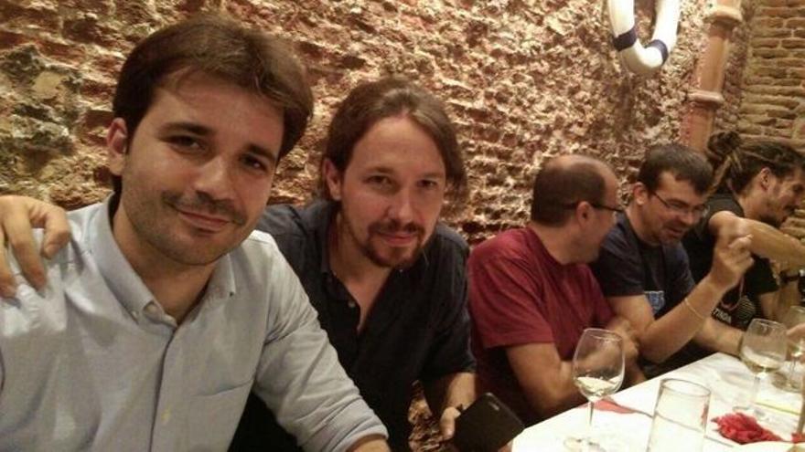 El diputado de Podemos por Murcia, Javier Sánchez Serna, junto con Pablo Iglesias, líder del partido