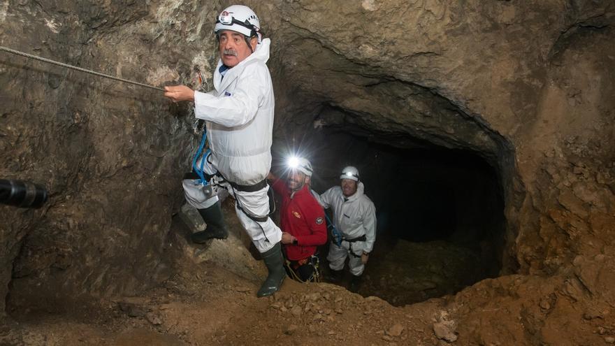 El Soplao inaugura su 'Visita minera' con una vía ferrata subterránea que cruza sobre un lago bajo tierra
