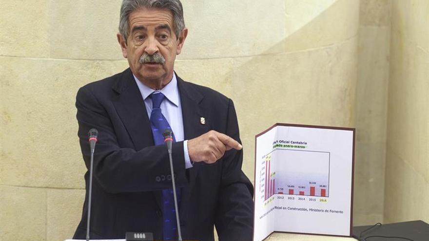 Revilla anuncia que Cantabria lidera en junio la creación de empleo en España