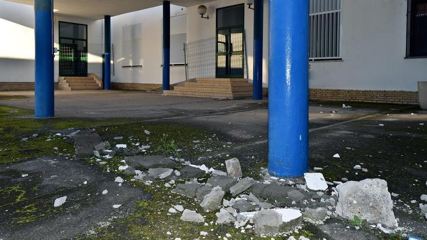 Escombros en Las Encinas de Valencina