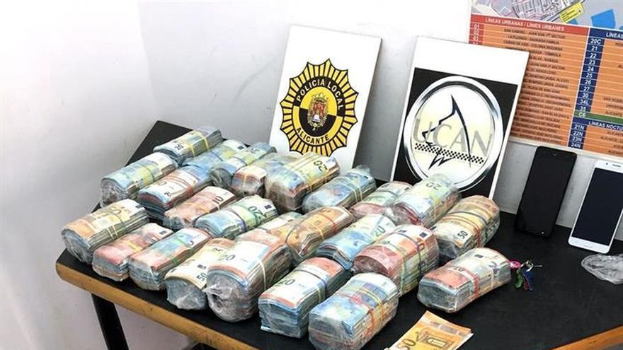 Detenido por ocultar en una maleta de viaje más de 200.000 € sin justificar