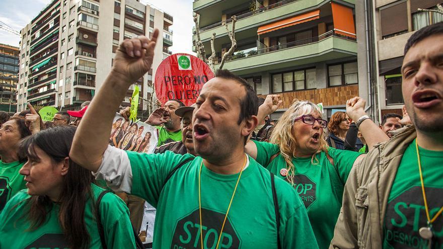 La PAH protesta davant la seu del PP a Barcelona. /CARMEN SECANELLA