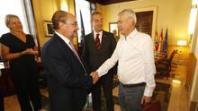 El presidente de Aragón, Javier Lambán, junto al responsable del Grupo Pini, Piero Pini