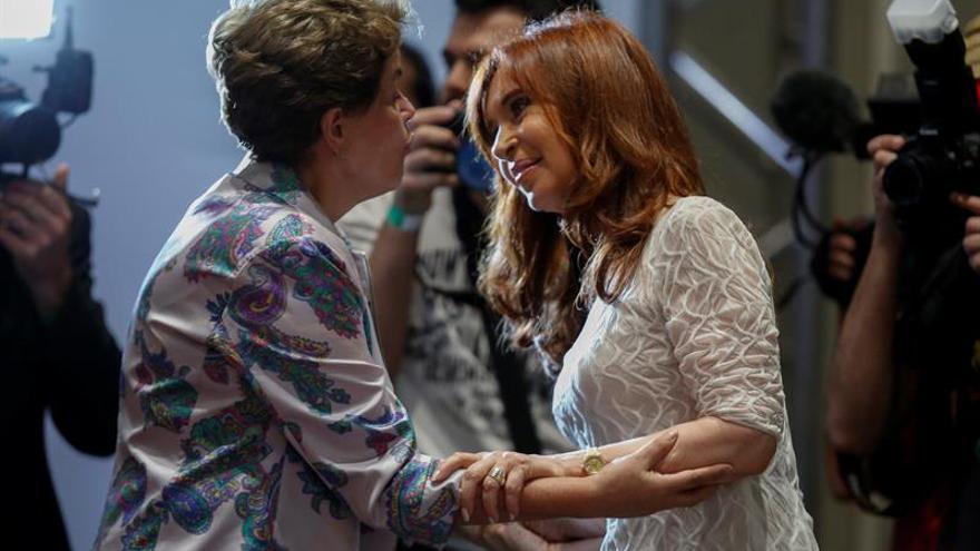 "Rousseff y Fernández alertan de la vuelta del ""neoliberalismo"" a América Latina"