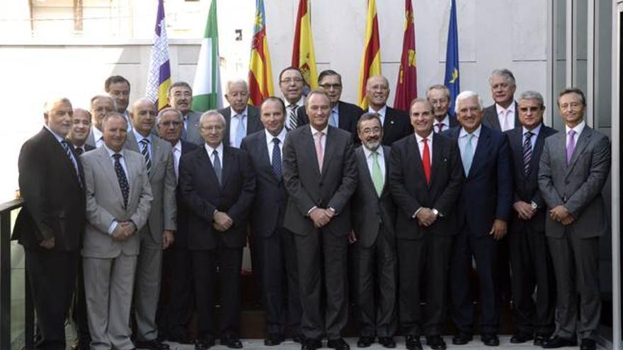 Alberto Fabra con representantes de los empresarios valencianos.