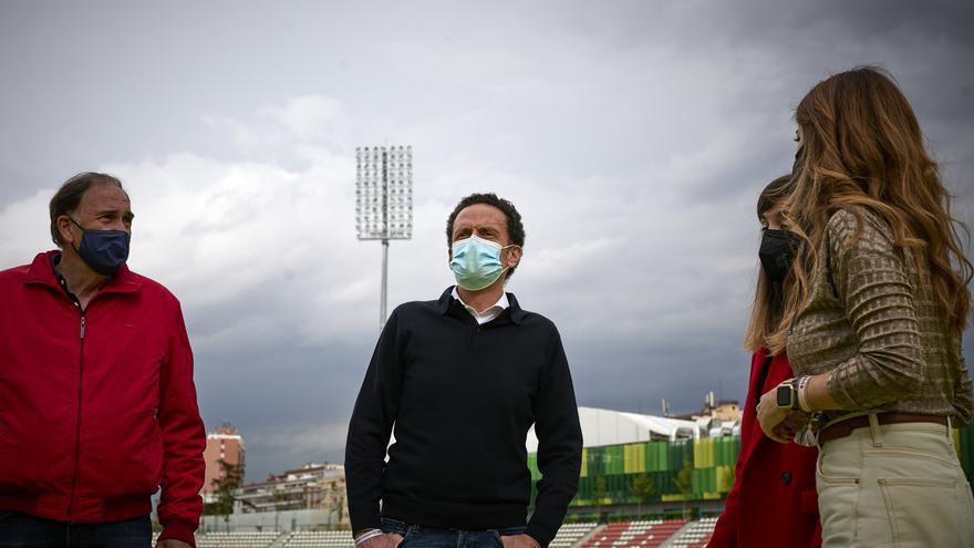 El candidato de Ciudadanos a la Presidencia de la Comunidad de Madrid, Edmundo Bal, durante una visita al Estadio de Vallehermoso, en Madrid.