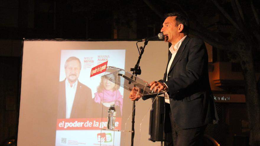 Enrique Santiago en el mitin de este viernes en Santa Cruz de Tenerife.