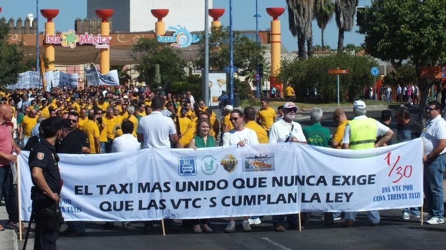 """Unión Sevillana del Taxi cree que los VTC trabajan """"de forma ilegal"""" y ciñe la """"convivencia"""" a la ratio 1/30"""