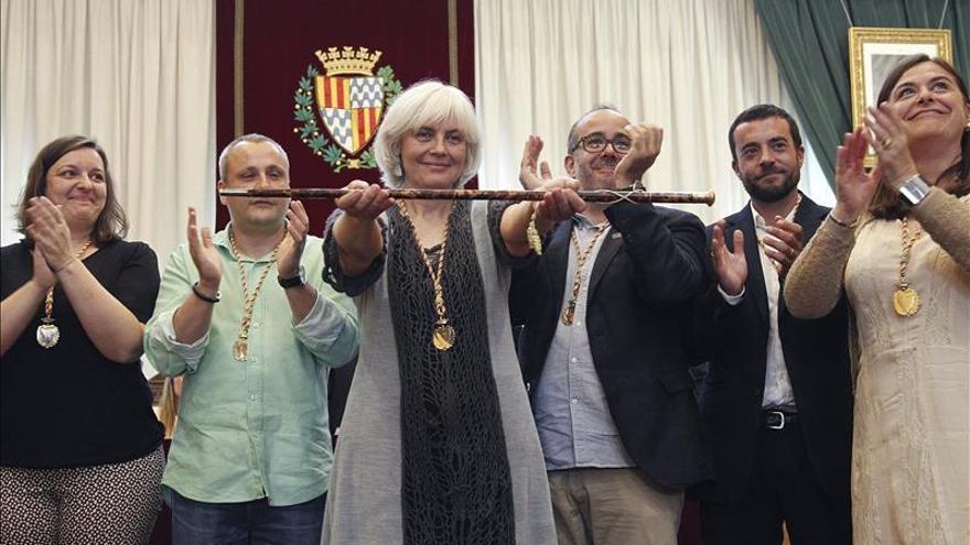 Sabater es la nueva alcaldesa de Badalona y deja a Albiol (PP) en la oposición