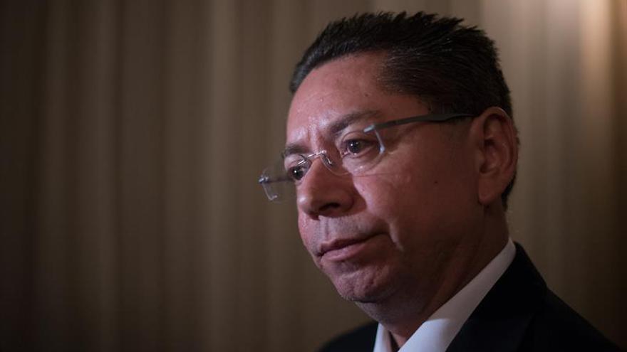 Fiscalía salvadoreña registra la casa del expresidente Saca por un desvío millonario