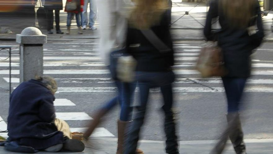 Menos personas en riesgo de pobreza pero las que lo están empeoran condiciones
