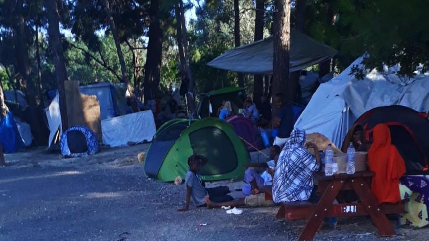 Tiendas de campaña en el campamento de refugiados de Quios. Foto tomada en julio de 2019.