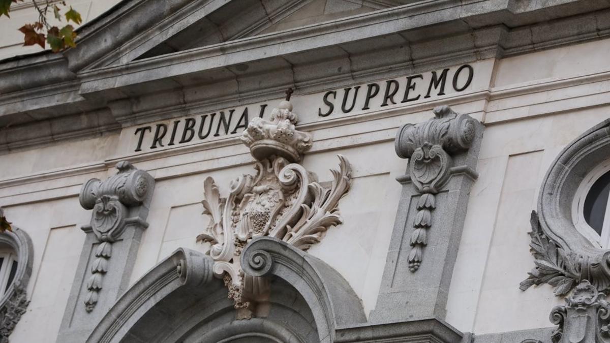 Archivo - Detalle de la fachada del Tribunal Supremo