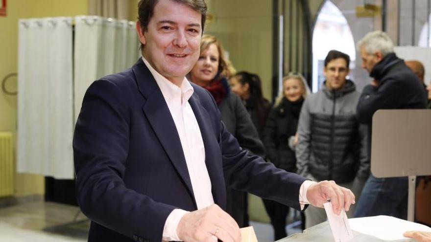 Mañueco pide participar para acabar con el bloqueo y fortalecer la democracia