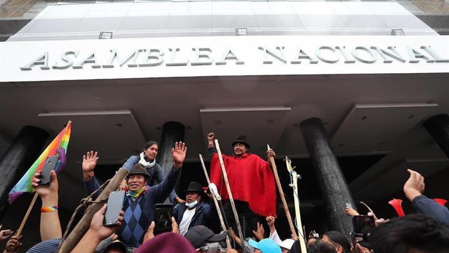 Manifestantes ocupan la sede del Legislativo en Quito y piden la salida de Moreno