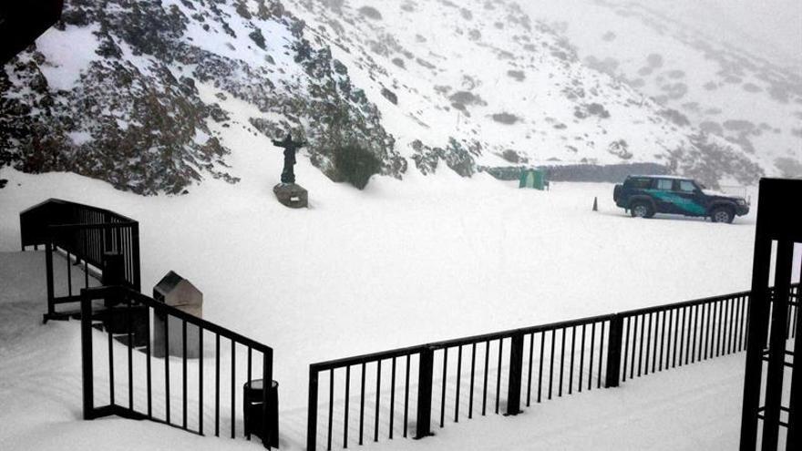 Imagen facilitada por Teleférico del Teide de la nevada caída en el Parque Nacional / EFE