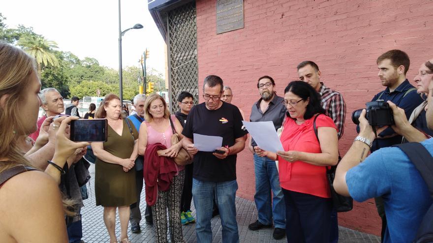 Dolores García Caparrós lee la declaración del I Encuentro de Víctimas de la Transición