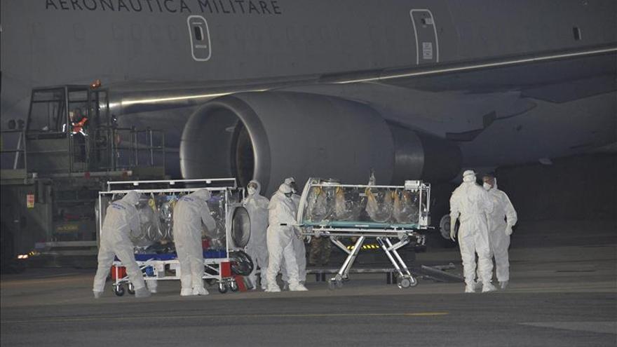 El médico italiano enfermo de ébola está en buenas condiciones
