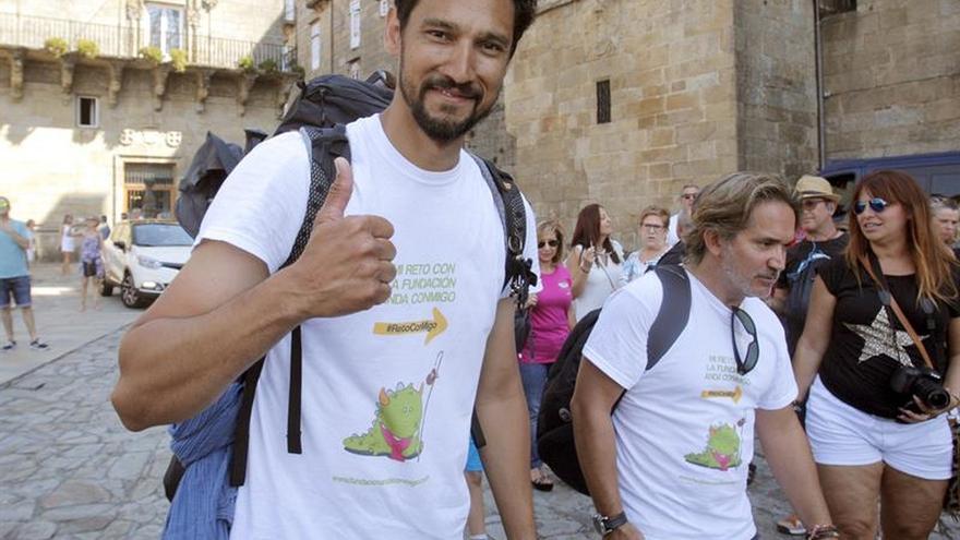 El actor francés Stany Coppet llega a Santiago con la Fundación Anda Conmigo